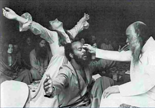 OSHO meets the Shankaracharya of Puri.